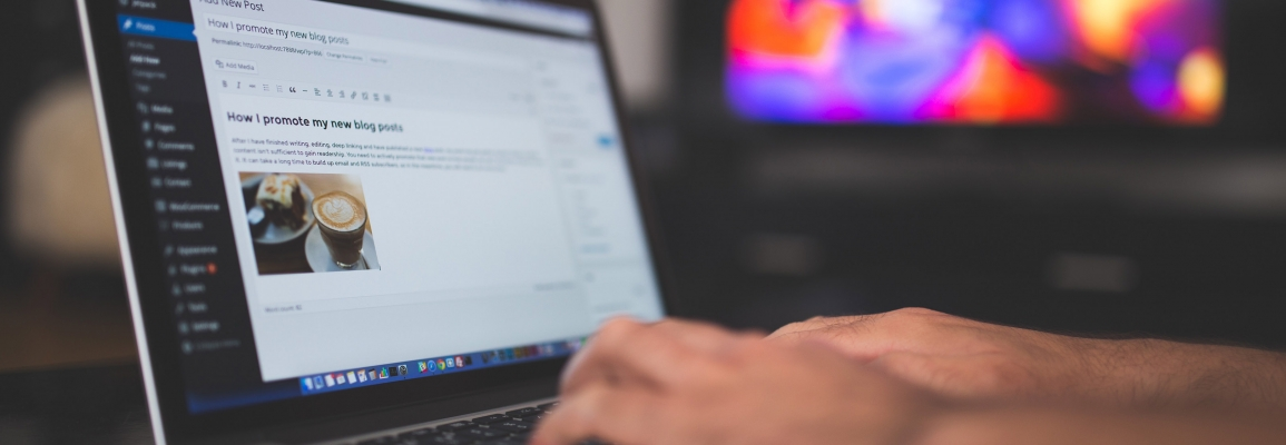 student blogger using content management suite